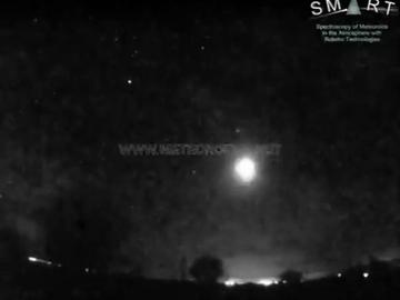 Una gran bola de fuego penetra en la atmósfera a 126.000 km/h y deslumbra Madrid