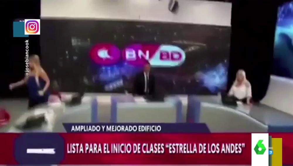 El impactante momento en el que ocurre un terremoto en pleno directo de un informativo de Argentina