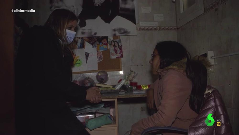 """El impactante testimonio de una niña de la Cañada Real que acaba rompiendo a llorar: """"Me siento apartada"""""""