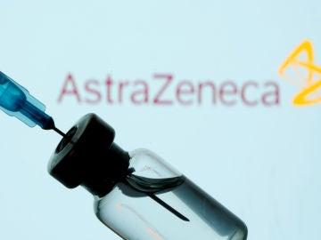 Un vial de la vacuna de AstraZeneca