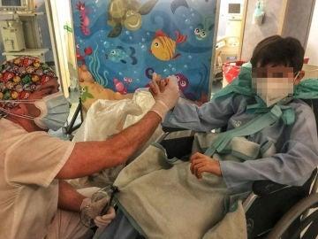 Un niño de diez años supera el coronavirus tras 11 días en una UCI