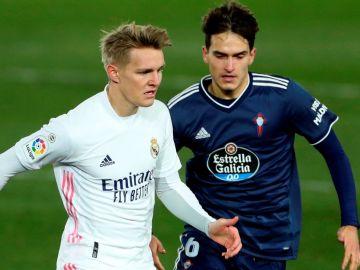 Odegaard, con Denis Suárez