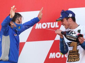 Davide Brivio con Joan Mir proclamándose campeón del mundo