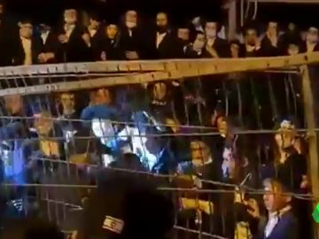 Miles de ultraortodoxos celebran el funeral de un rabino muerto por coronavirus