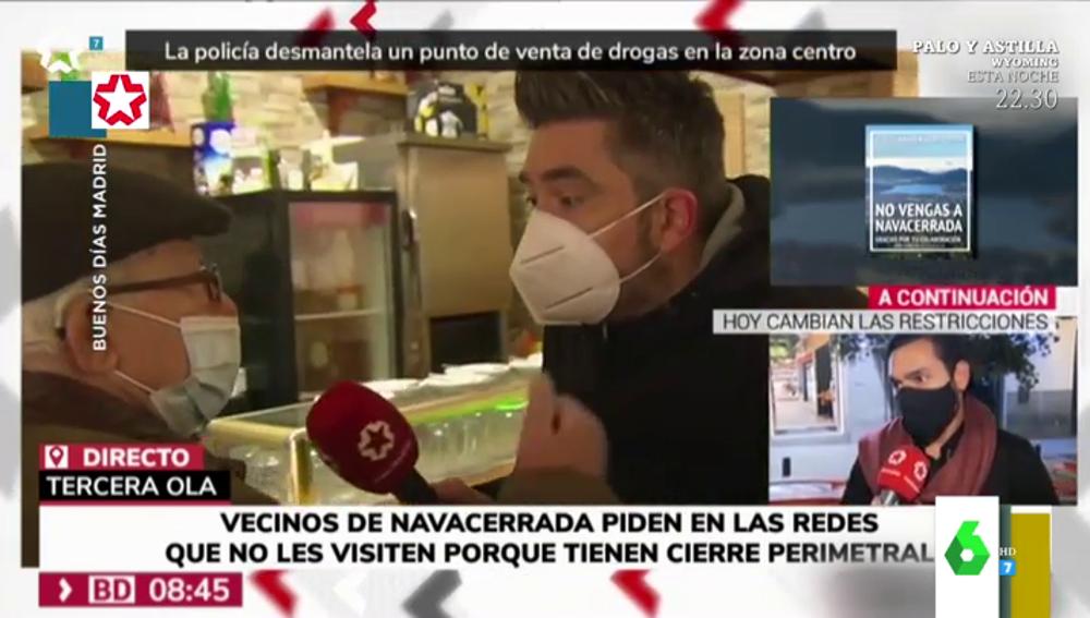 """La divertida 'anti-entrevista' de un reportero a un anciano: """"¡Qué no le oigo!"""""""
