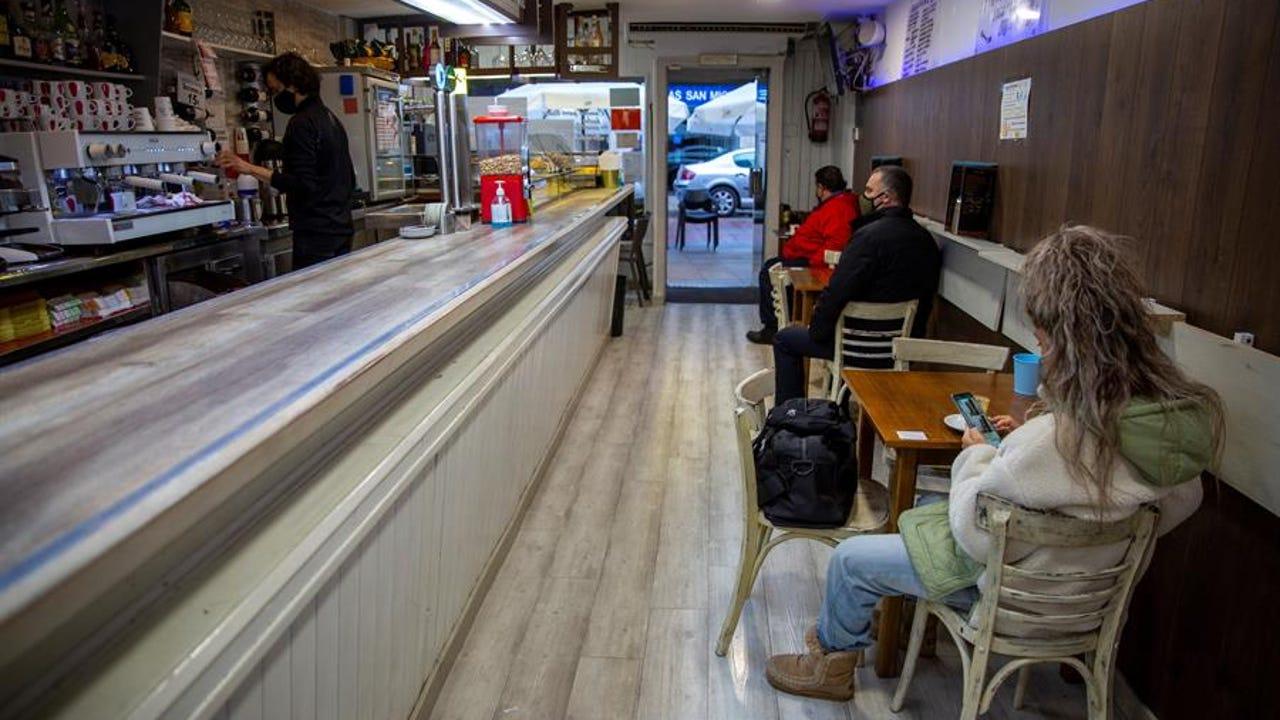 Un bar de Vitoria reabre después de que el TSJPV levante las restricciones.