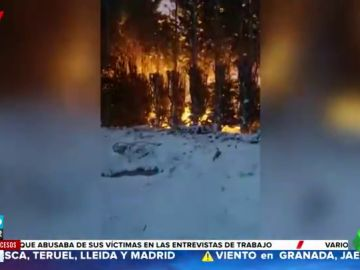 Las impactantes imágenes de un incendio originado por una fuerte nevada en Inglaterra