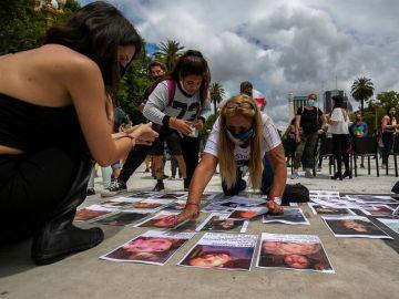 Familiares de víctimas de violencia machista se manifiestan en Buenos Aires tras el asesinato de Úrsula Bahillo