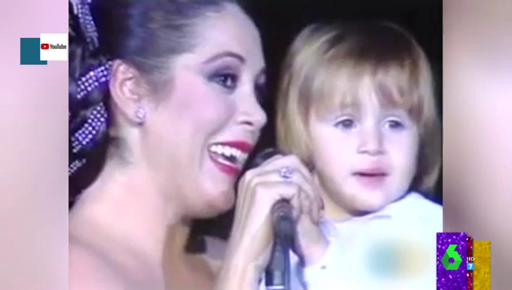 El mítico momentazo de Isabel Pantoja y Kiko Rivera cantando 'Mi pequeño del alma' hace más de 30 años