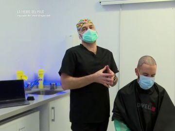 Xavier Álvarez, cirujano capilar