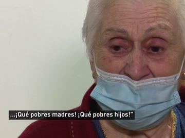 """Una anciana recuerda entre lágrimas lo peor de la pandemia: """"Sentí terror por todos los que se van"""""""