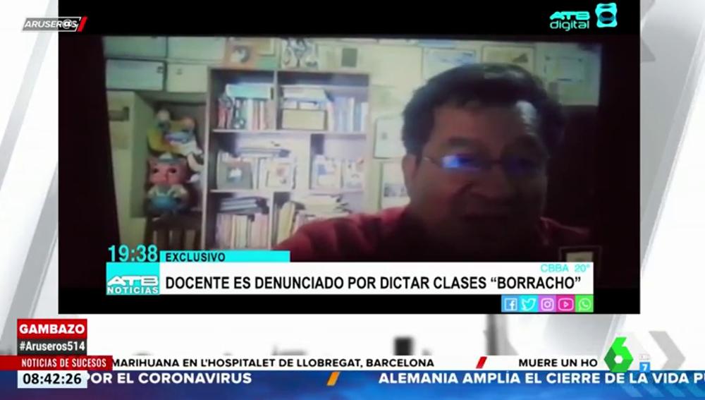El vídeo de un profesor impartiendo clase online en aparente estado de embriaguez