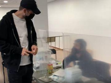 Piqué se encuentra con su hermano en las elecciones catalanas