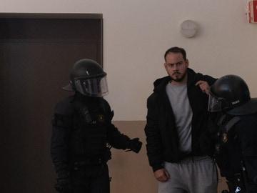 Los Mossos se llevan detenido a Pablo Hasel, en Lleida, Cataluña (España) a 16 de febrero de 2021