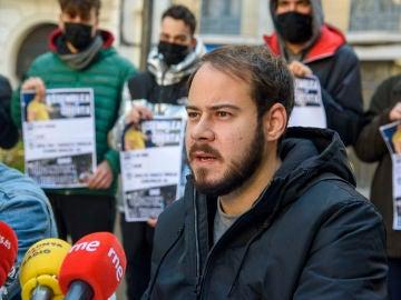 El rapero Pablo Hasél, en una rueda de prensa convocada tras la orden de su ingreso en prisión, en Lleida.