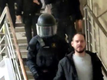 Los Mossos detienen al rapero Pablo Hasél en el rectorado de la Universidad de Lleida