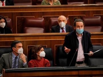 Pedro Sánchez, Carmen Calvo y Pablo Iglesias en el Congreso de los Diputados