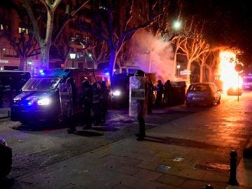 Agentes antidisturbios actúan tras una concentración en apoyo a Pablo Hasél