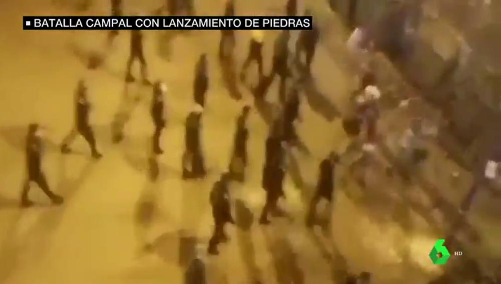 Un grupo de jóvenes agrede a la Policía cuando identificaba a un menor que conducía de forma temeraria en Sevilla