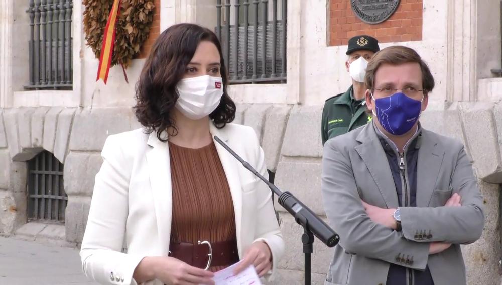 Díaz Ayuso y Almeida comparecen en la Puerta del Sol ante los medios