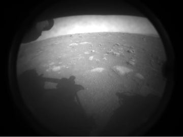 Primera imagen tomada por Perseverance tras aterrizar en Marte