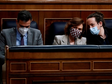 Pedro Sánchez, Carmen Calvo y Pablo Iglesias, en el Congreso de los Diputados