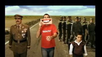 Pau Donés, en el videoclip de 'Bonito', canción de Jarabe de Palo