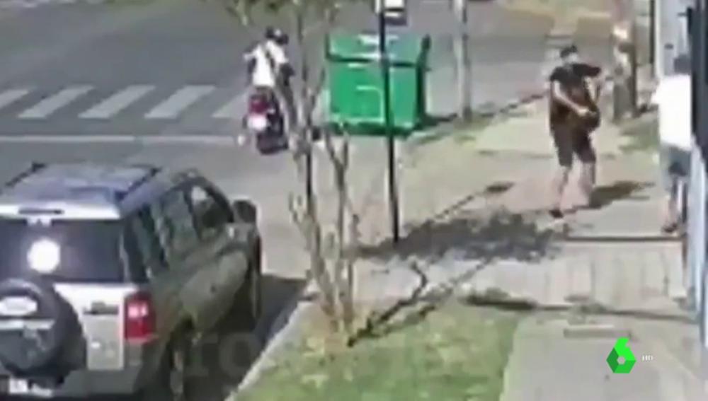 Un policía de paisano mata de un tiro al ladrón que intentaba robarle la mochila
