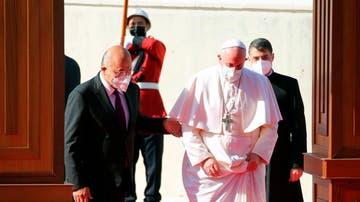 El presidente de Irak, Barham Salih, recibe al papa Francisco a su llegada al país