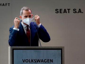 l rey Felipe VI durante su intervención en la visita que este viernes realiza junto a presidente del Gobierno, Pedro Sánchez, a la fábrica de SEAT en Martorell (Barcelona)