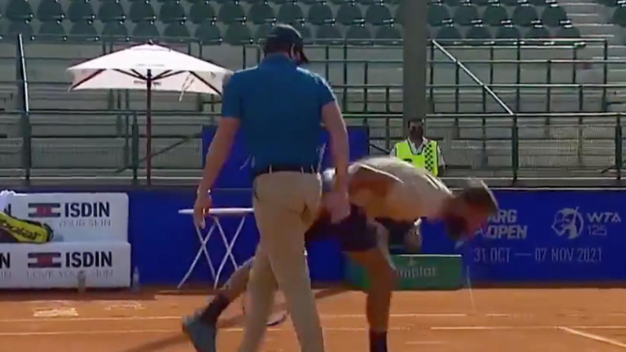 Benoit Paire escupe tras protestar una bola