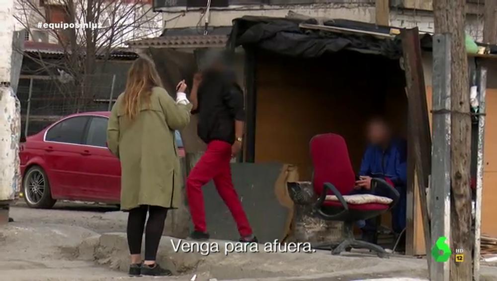 """""""¡Vete ya!"""": las amenazas a una reportera dentro del sector más peligroso de la Cañada Real"""