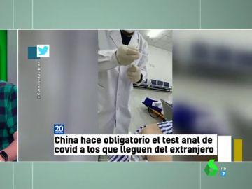 """China hace obligatorios los test anales para extranjeros y 'asusta' a los zapeadores: """"En los controles te van a abrir más que la maleta"""""""