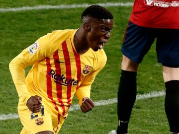 Ilaix Moriba celebra un gol con el Barça