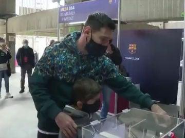 Messi vota en las elecciones del Barça