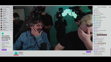 """El cómico cruce de pullas de Ibai Llanos y Jordi Évole en pleno directo de Twitch: """"Eres muy bajito, súbete la silla, tío"""""""