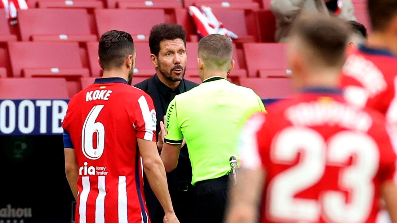 Hernández Hernández habla con Simeone