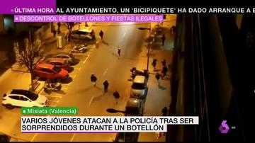 Varios jóvenes atacan con piedras a la policía tras ser desalojados de un botellón ilegal en Mislata, Valencia