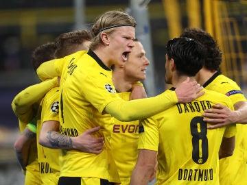 Erling Haaland celebra un gol con sus compañeros
