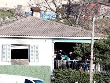 Vista de la vivienda incendiada en El Molar