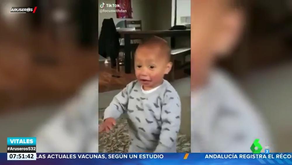 Un bebé sorprende a las redes al bailar esta haka de los 'All Blacks', la selección de rugby de Nueva Zelanda