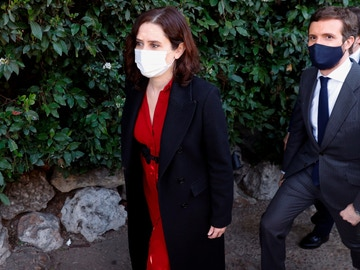 Isabel Díaz Ayuso y Pablo Casado, este jueves en Madrid.