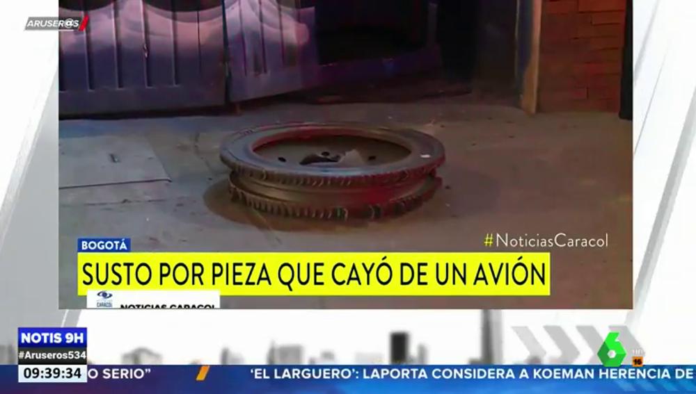 El motor de un avión revienta y sus fragmentos caen en pleno vuelo sobre la ciudad de Bogotá