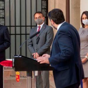 Los 3 diputados de Ciudadanos que se negaron a apoyar la moción de censura en Murcia toman posesión