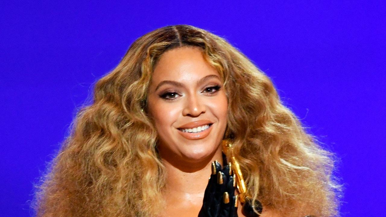 Beyoncé en los premios Grammy 2021