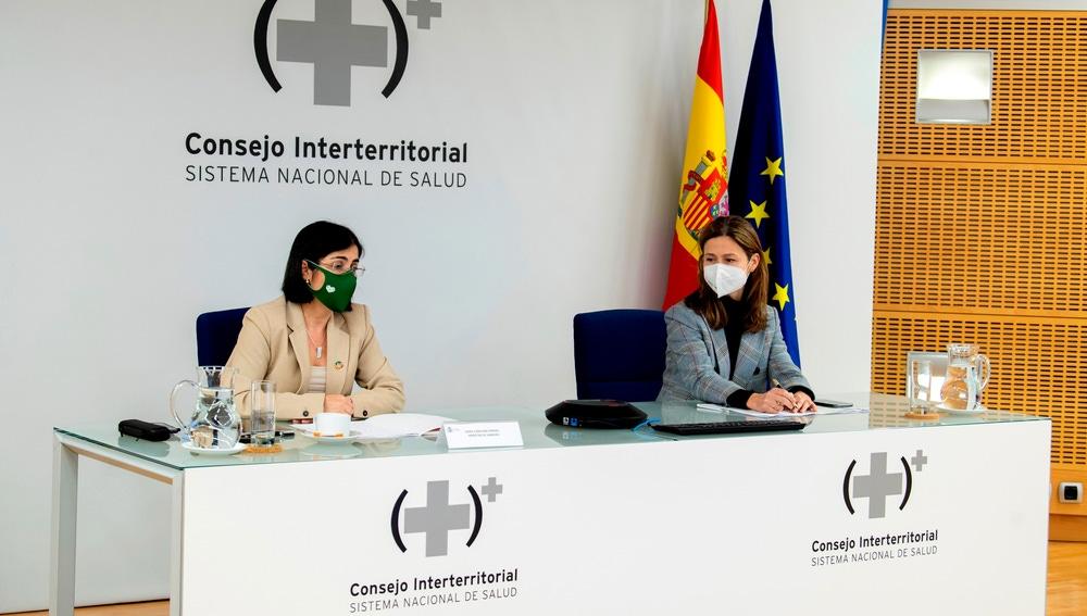 La ministra de Sanidad, Carolina Darias, y María Jesús Lamas, directora de la Agencia Española de Medicamentos