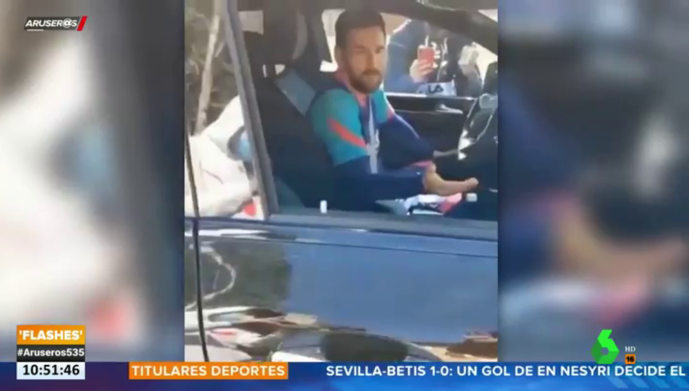 Messi estalla contra unos aficionados por grabarle cada vez que sale de la ciudad deportiva del Barça