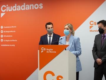 El vicealcalde de Murcia, Mario Gómez; junto a la líder regional, Ana Martínez Vidal.