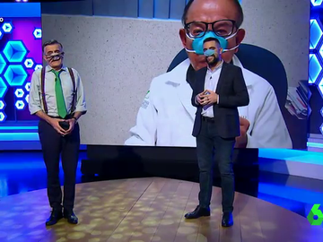 """Wyoming y Dani Mateo se atreven a probar las mascarillas nasales en directo: """"Es la última vez que me obligas a ponerme esta cosa ridícula"""""""