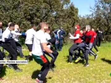 Las imágenes de la pelea masiva entre Ultras Sur y el Frente Atlético tras el derbi entre Real Madrid y Atlético de Madrid